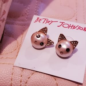 BETSEY JOHNSON blush pink Cat studs with crystals